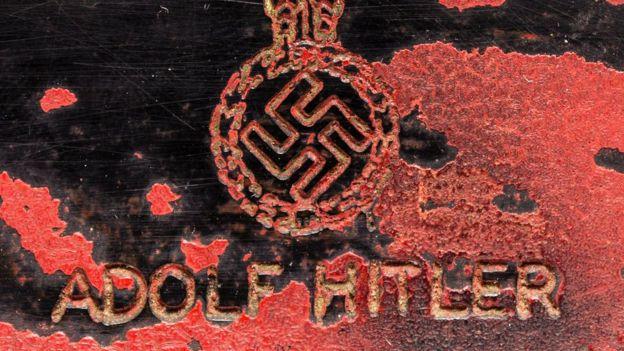 Detalle del teléfono rojo de Hitler.