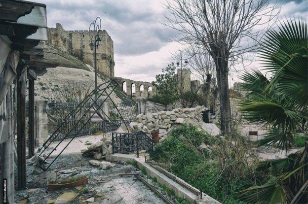 edificios dañados cerca de la ciudadela