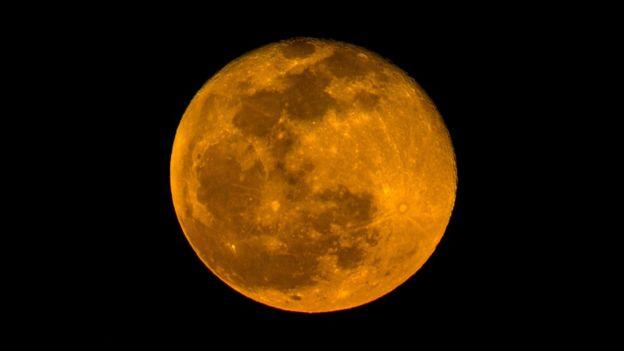 La Luna de fresa sólo ocurre una vez cada 50 años, aproximadamente.