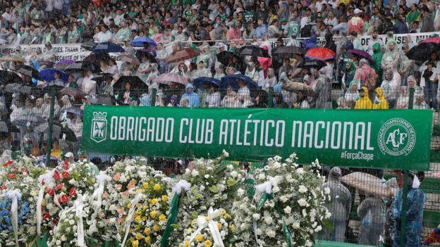 Cartel agradeciendo a Medellín