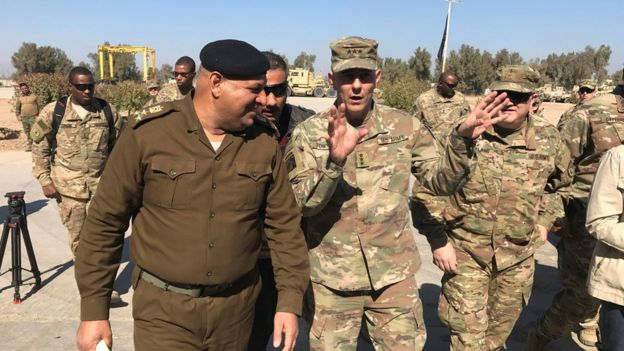 US Army Lt Gen Stephen Townsend talks with an Iraqi officer during a tour north of Baghdad, Iraq (8 February 2017)