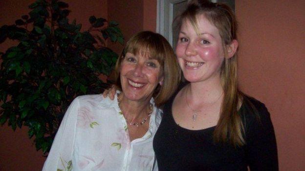 Lisa con a mãe, Doreen.