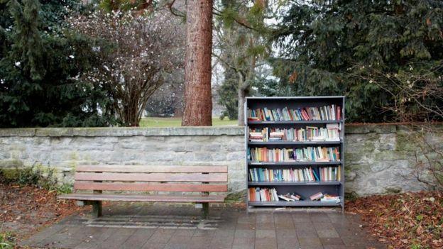 sokakta kitaplık