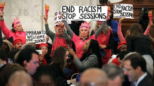 Protesta en el Senado contra Sessions