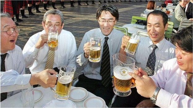 上班族大白天盡興喝酒在日本很少見