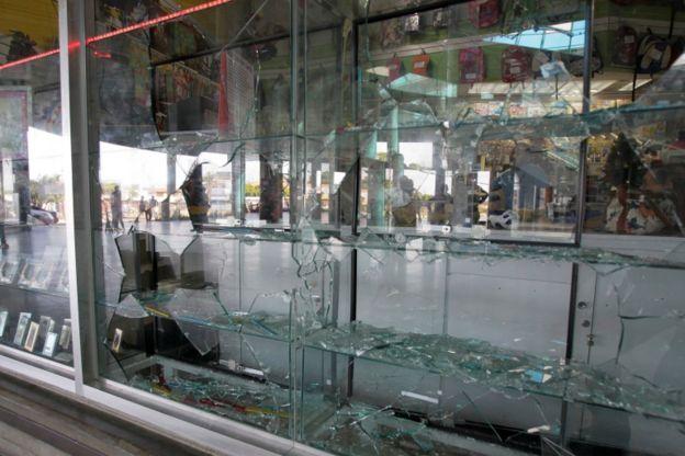 Las protestas derivaron en en saqueos en Maracaibo.