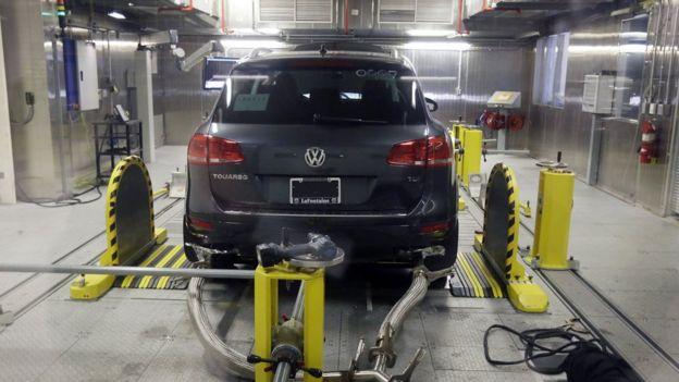 Un Volkswagen durante una prueba de emisiones.