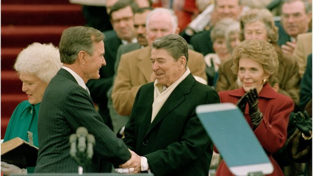 Cerimônia de posse de George H. W. Bush, que assumiu o comando dos EUA no lugar do colega de partido Ronald Regan em 1989
