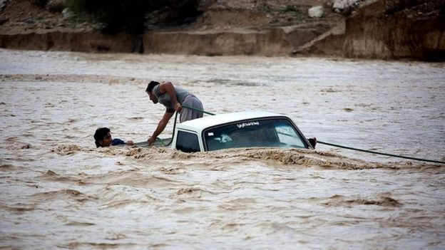 طغیان رودخانه در استان فارس تبعات آن به استان هرمزگان هم رسیده است
