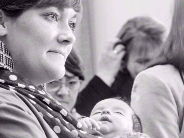 Enmanuelle Bensaci y la bebé Tessa