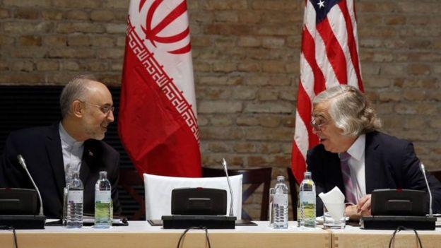 ارنست مونیز و علی اکبر صالحی