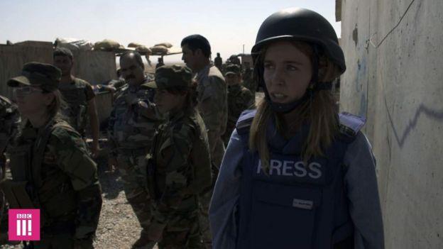 Stacey Dooley e o batalhão na linha de frente