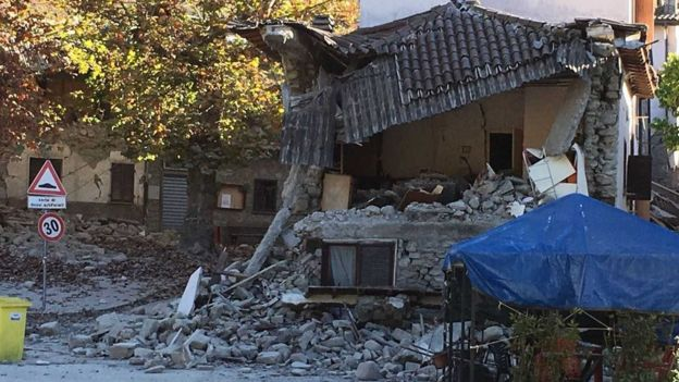 Half-collapsed building between Arquata and Norcia - 30 October