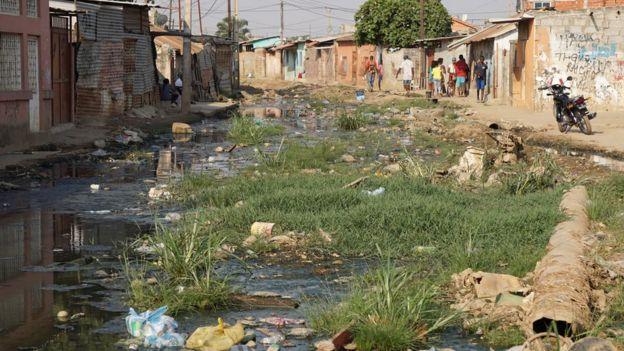 Basurales en Luanda