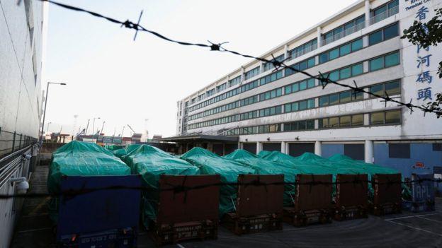 香港海关指九辆新加坡装甲车仍然存放于屯门仓库