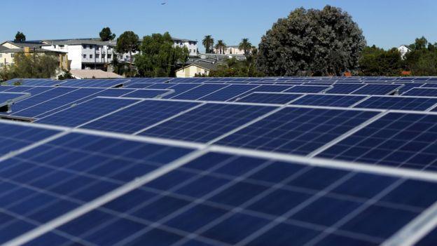 Paneles solares sobre tejados en California