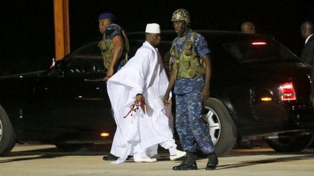 Yahya Jammeh s'en est allé après de longues négociations, samedi, avec des acteurs politiques de la région