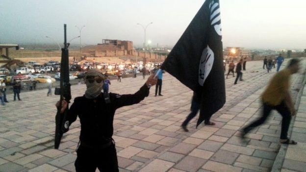 Combatiente de EI en Mosul