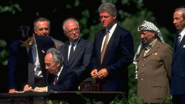 Shimon Peres durante la firma de los acuerdos de Oslo.