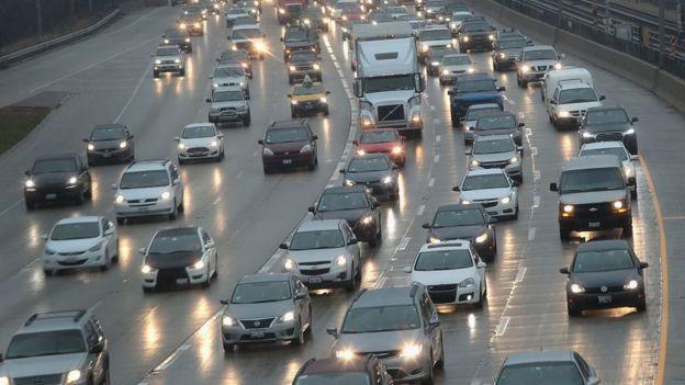 Fuerte tráfico en una autopista