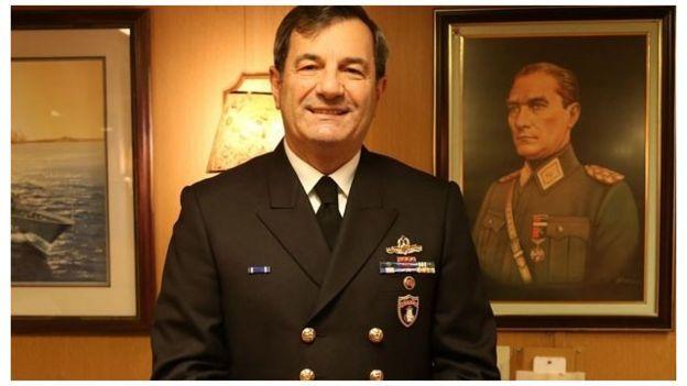 Donanma Komutanı Oramiral Veysel Kösele kaçırılarak bir firkateyne bindirilmişti.