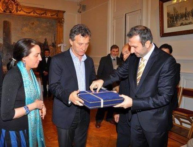 El presidente argentino Mauricio Macri con representantes del movimiento Hizmet en Argentina.
