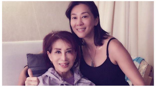 Đầu tháng 11, cô Nguyễn Cao Kỳ Duyên nói trên Facebook rằng mẹ cô vừa qua một trận ốm