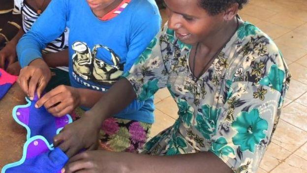 Diana diz que meninas deixavam de frequentar escolas em Uganda por medo de menstruação