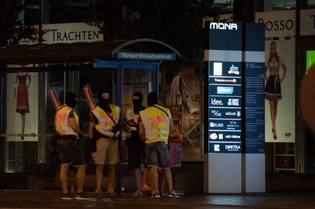 El despliegue policial sigue en el centro de la ciudad.