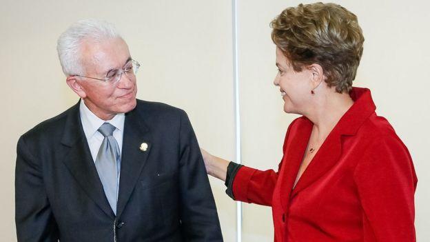 Mangabeira ao lado de Dilma Rousseff