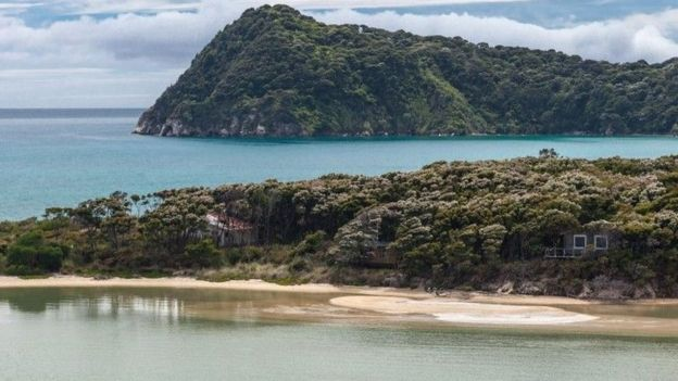Imagem da praia de Awaroa, feita em fevereiro de 2016