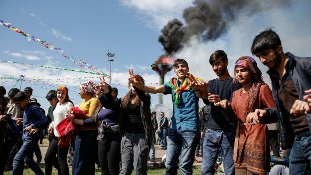 Diyarbakır'da Nevruz halayı