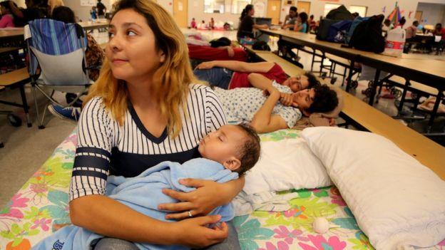 Personas en un refugio