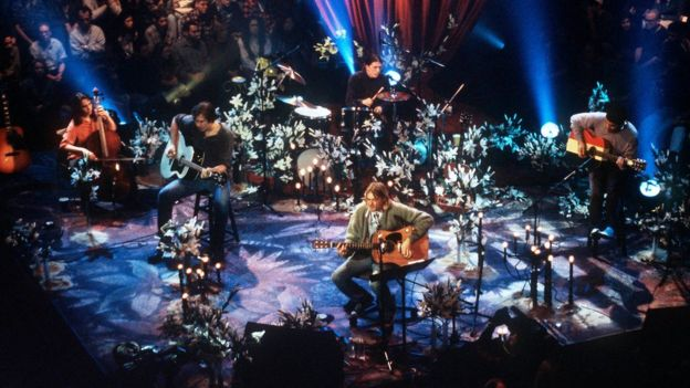 Nirvana play MTV Unplugged