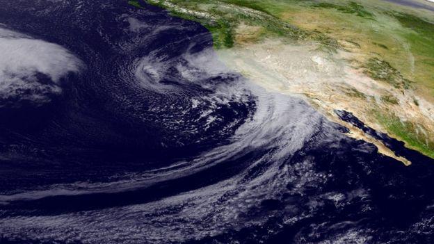 Así se ve la tormenta proveniente del océano Pacífico en una imagen satelital obtenida por NOAA.