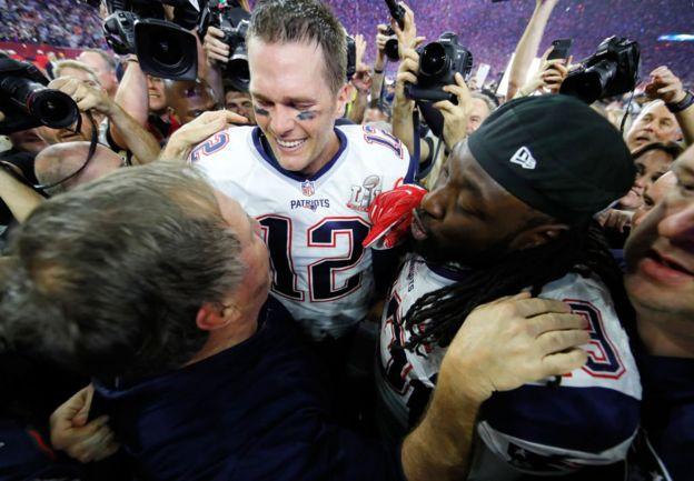 El entrenador Bill Belichick y los jugadores Tom Brady y LeGarrette Blount de New England Patriots.
