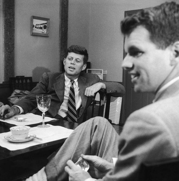 John F. Kennedy y Robert Kennedy.