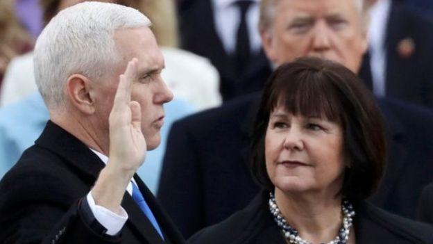 副總統彭斯宣誓就職