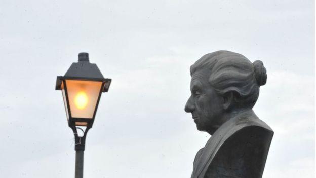 Busto de Cora Coralina em Goiás