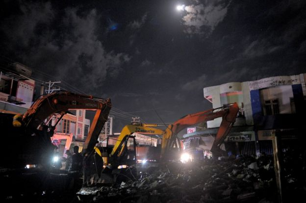 This picture taken late on 7 December 2016 shows ongoing rescue work at night in Pidie Jaya after a 6.5-magnitude earthquake struck Aceh province