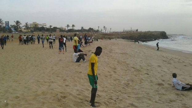 Chaque soir, lorsque la lumière baisse et que la chaleur s'atténue, la Corniche de Dakar s'anime