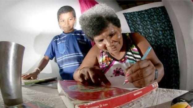 Sandra María escribe junto a su hijo Damiao