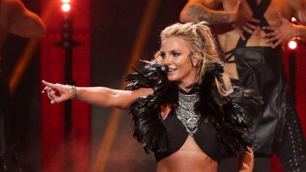 Britney Spears es una de las artistas perjudicadas por sitios como YouTube mp3.
