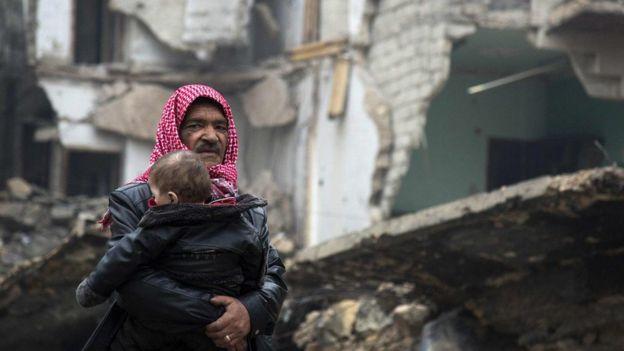 Miles de civiles sirios han intentado escapar de los enfrentamientos en Alepo.