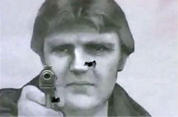 Moskova'daki bir atıcılık kulübünde hedef tahtası olarak kullanılan Alexander Litvinenko'nun resmi.