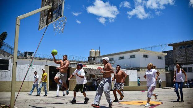 Internos de una prisión mexicana
