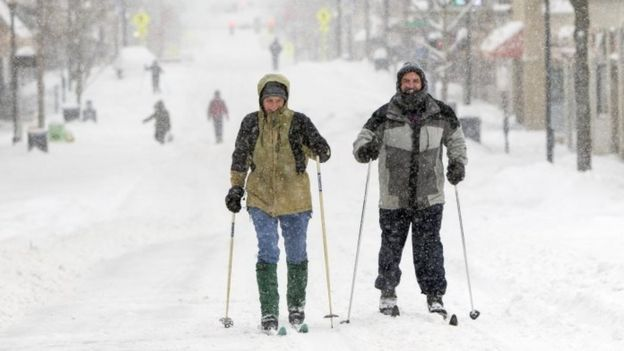 West Virginia University college students ski on High Street in Morgantown (25 January 2016)