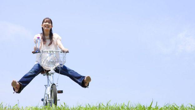 Mujer en bicicleta