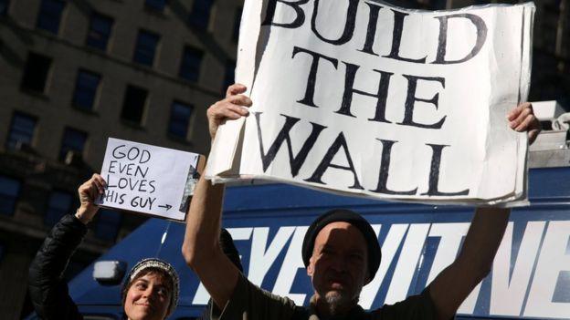 Protesta a favor del muro de Trump.