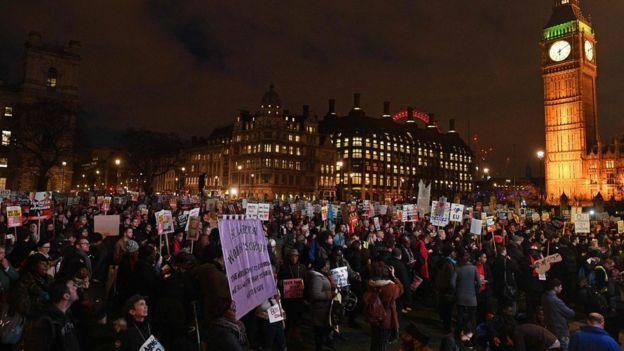 Meydanda binlerce kişi toplandı